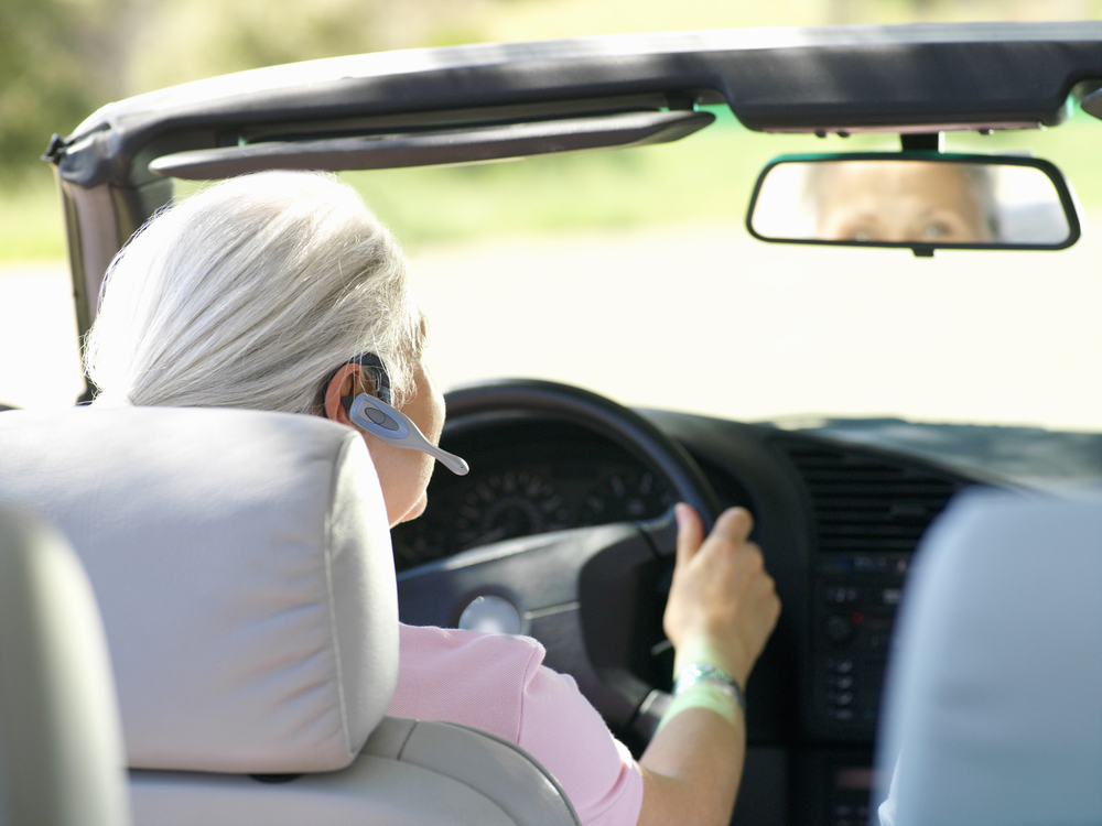 Picture of woman driving with bluetooth